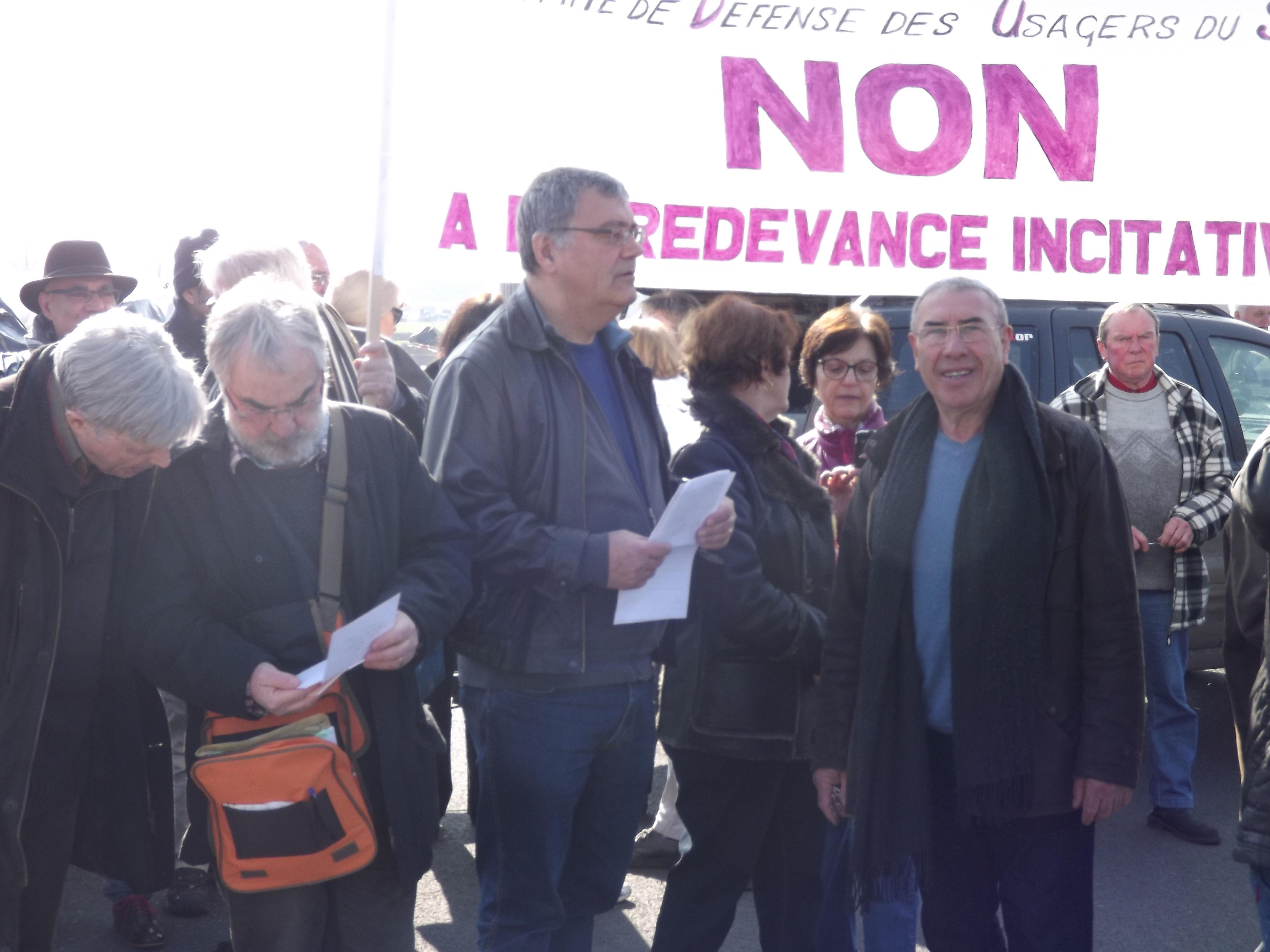 Les 3 responsables du CDU-SBA : MM Dompierre - Darbeau et Cachinero, fiers de cette mobilisation